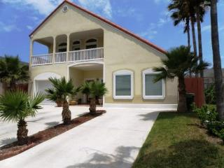 Wonderful dog-friendly condo with WiFi close to the beach!, South Padre Island