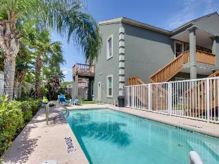 Dog-friendly modern condo near beach access - ocean views & shared pool!, South Padre Island