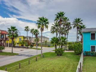 Lovely dog-friendly home w/ guest house & private pool, close to the beach, South Padre Island