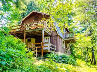 Gorgeous riverfront cabin w/ picturesque river views, close to skiing!