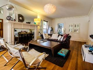 Stylish colonial w/private, dog-friendly yard, & chic decor near subway, Brookline