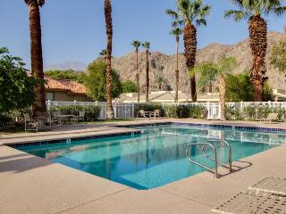 Newly remodeled country club condo w/shared pool & hot tub, La Quinta