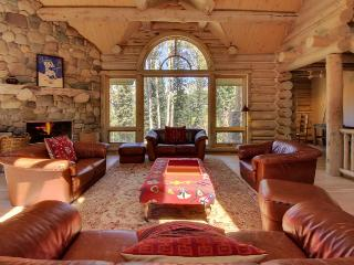 Secluded ski-in/out home with jukebox, pool table, and jetted tub
