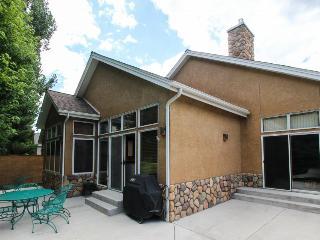 Spacious single-level home close to Dalton Ranch Golf Course