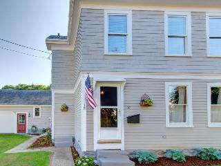 Classic and pet-friendly near area shopping!, Boothbay Harbor