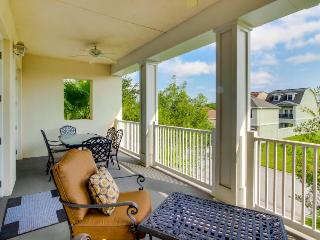 10 miles to Disney; condo w/ pool, cabana, hot tub, & more - snowbirds welcome!