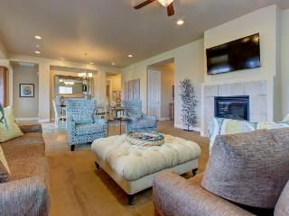 Gorgeous home for 11 w/ shared pool and hot tub, Santa Clara