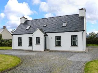CARRIG MOR, detached cottage near coast and amenities, open fire, garden, in