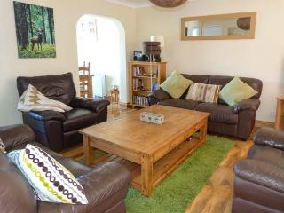 CAIRNIE VIEW, detached cottage, en-suite, WiFi, activities from the doorstep, in Aviemore, Ref 928132
