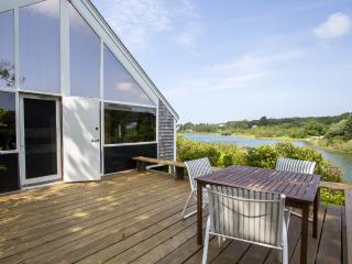 DIETR - Menemsha Pond Waterfront, Mooring, Wifi, Central A/C