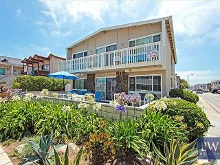 Newport Beach Ground Floor 2 Bedroom! 1 House from Sand! Huge Patio! (68250)