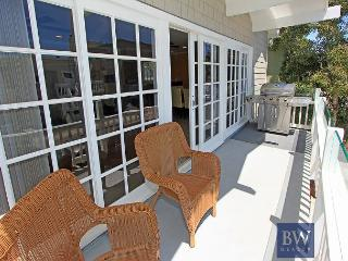 Spacious Oceanside Upper Condo! 1 House from Sand with 2 Balconies! (68135), Newport Beach