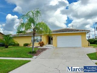 Stylish home w/ heated pool & short walk to the Island's favorite attractions, Marco Island