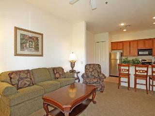 Upstairs Casitas Las Rosas One Bed, One Bath Condo close to Old Town LQ