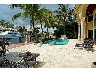 Harbor Beach Luxurious Waterfront Estate with Private Dock and Pool, Fort Lauderdale