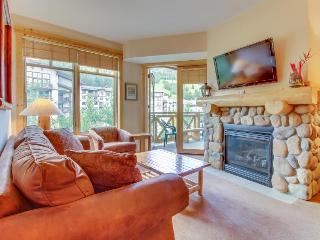 Ski-in/ski-out condo with a shared hot tub, close to the slopes!, Copper Mountain