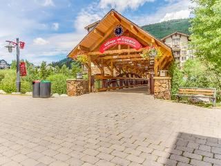 Gorgeous ski-in/ski-out condo with shared hot tub and swimming pool