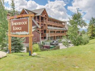 Open-concept ski lodging w/shared hot tub, close to slopes!, Keystone