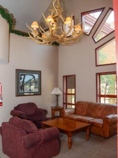 Aspen Creek #215 - Aspen creek common room seating