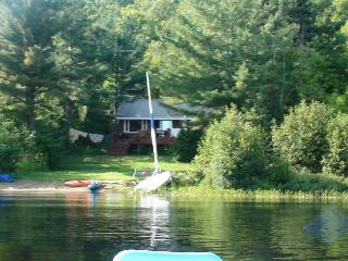 Nice lake front chalet with private deck beach, Wentworth Nord