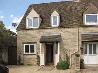 HOUR COTTAGE, Cotswold stone cottage, woodburner, WiFi, off road parking, in Sto