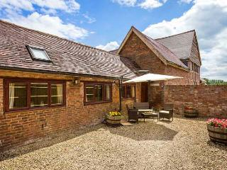 THE COW PEN, romantic, luxury holiday cottage, with a garden in Stratford-Upon-A