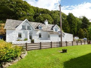 TANYRALLT FARM, woodburner, WiFi, parking, quaint country location, Llanafan Fawr, Ref. 918961, Llangammarch Wells