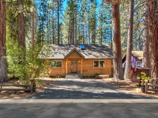 'TahoeFiesta' home in Tahoe - hot tub,  game room, South Lake Tahoe