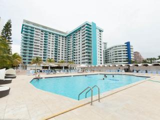 OCEANFRONT BLDG, DELUXE 2 BR,  PRIVATE BEACH, POOL,