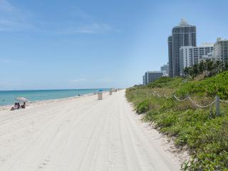 OCEANFRONT BLDG, DELUXE 2 BR FOR 6,  PRIVATE BEACH, GYM, POOL, TENNIS COURTS
