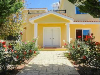 3 bedroom villa with private swimming pool, Peyia