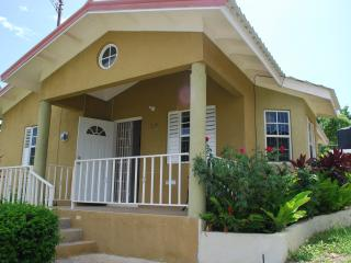 Home From Home 15 mins from O/Rios free Wi/fi Awes, Ocho Rios