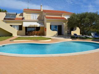 VILLA WITH POOL SLEEPS 8, Armacao de Pera