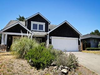 CADDY CORNER~SPACIOUS HOME-ACROSS THE STREET FROM MANZANITA GOLF COURSE!!, Manzanita