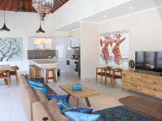Villa Aroma Sanur Pool Sleeps 8