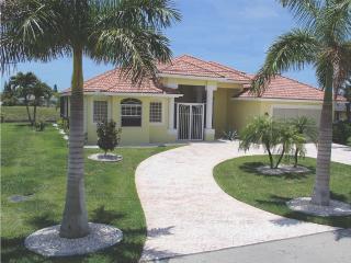 VILLA 'THE ARTIST' GULF ACCESS HOME Sol+Elec Pool, Cape Coral