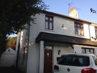 Large Sunny twin room, north Cardiff