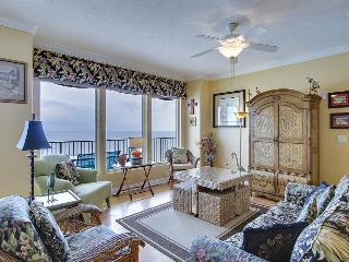 Gulf-front penthouse with beach access, views & resort hot tubs and pools!, Panama City Beach