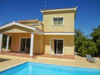 Comfortable 3 bedroom villa with private pool, Peyia