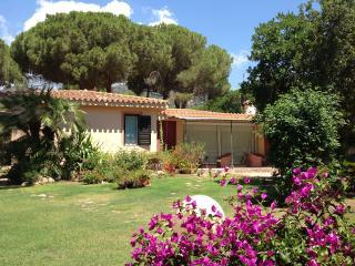 Villa Bouganvillea, 3BR, 3BA AIRCO BEACHSIDE, Santa Margherita di Pula