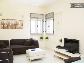 Jerusalem Rechavia 3 Bedroom Updated Modern Apartment