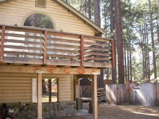 Cozy Cabin 2 Blocks from Regan Beach, South Lake Tahoe