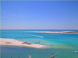Stunning Emerald Grande Overlooks Gulf of Mexico!