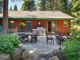 Pet-friendly home by trails & Prosser Creek Reservoir, Truckee