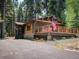 Family-friendly getaway w/ private hot tub - dock & kayaking close by!, Tahoe City