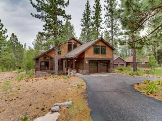 Modern and chic home with golf-course views and pine floors, Truckee