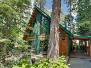 Dog-friendly family retreat near West End Beach Park, Truckee
