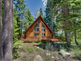 Great family retreat very close to the lake and skiing!