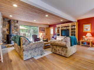 Spacious, dog-friendly retreat, right across the street from Lake Tahoe!