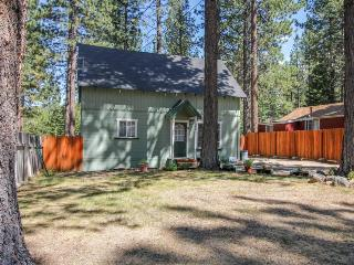 Dog-friendly cabin with hot tub, near Camp Richardson, South Lake Tahoe